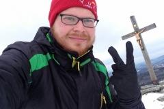 Autor Gregor Wolf am Lusen: Zwei Finger für zwei Gipfel