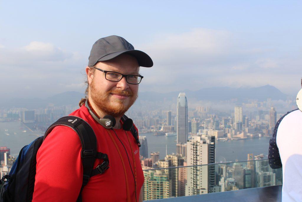 Autor Gregor Wolf beim City-Blick vom Peak