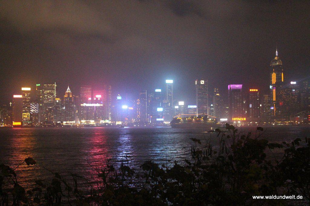 Nächtlicher Blick von Kowloon auf Hong Kong Island
