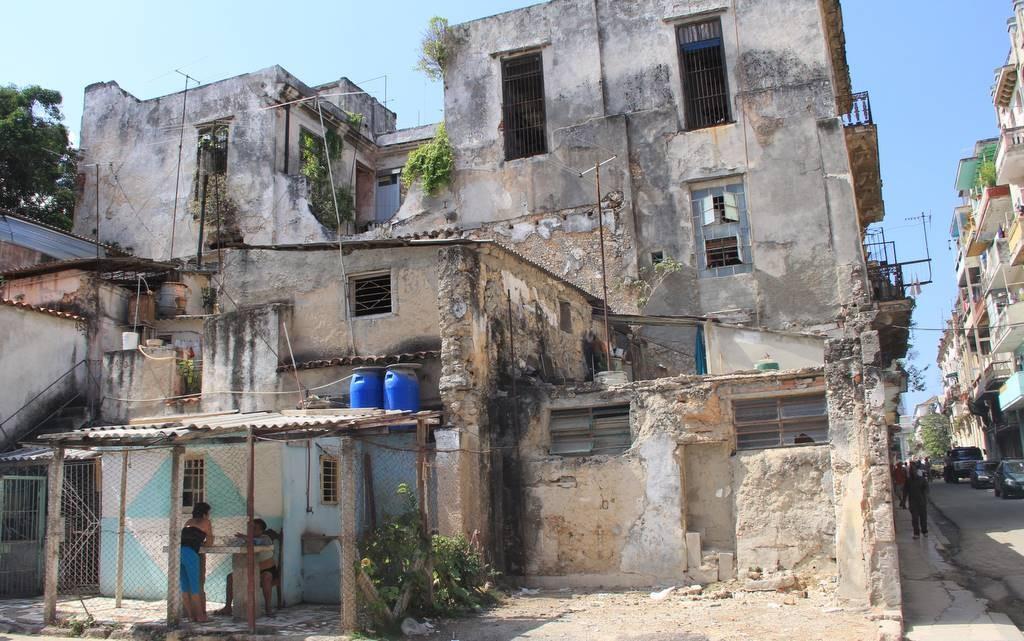 Auch viele heruntergekommene Wohnhäuser gehören zum Stadtbild
