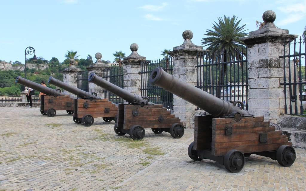 Alte Kanonen im Castillo de la Real Fuerza.