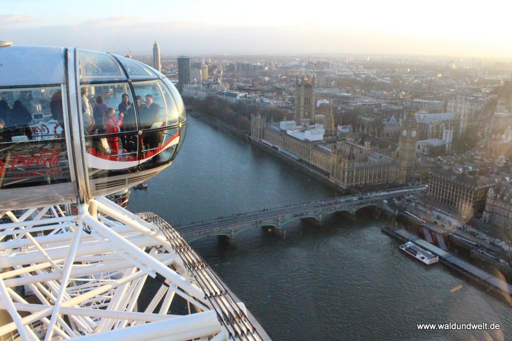 Blick vom London Eye auf Big Ben und Co.