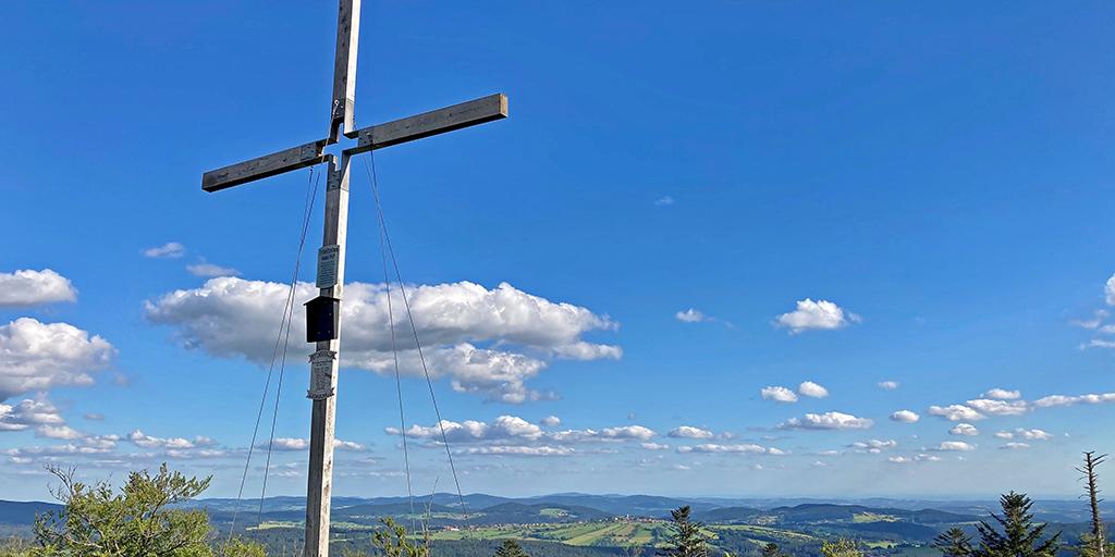 Bild vom Gipfelkreuz auf der Großen Kanzel